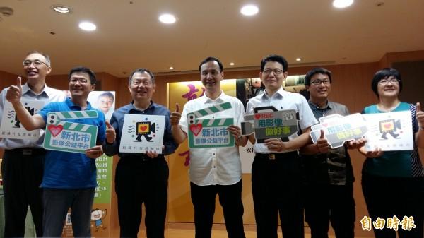 新北市政府結合新銳導演推出影像公益平台,今天發表首支公益影片,以「安得烈食物銀行」幫助個案為主角。(記者賴筱桐攝)