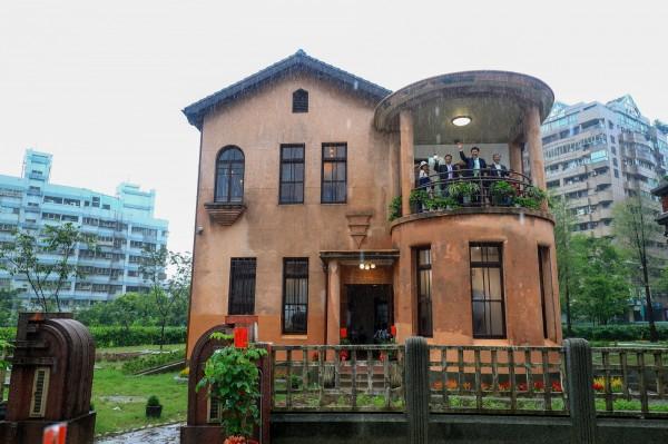 迎七夕情人節,台中包括歷史建築「一德洋樓」均推活動,邀有情人搭文藝風過節。(台中市府提供)