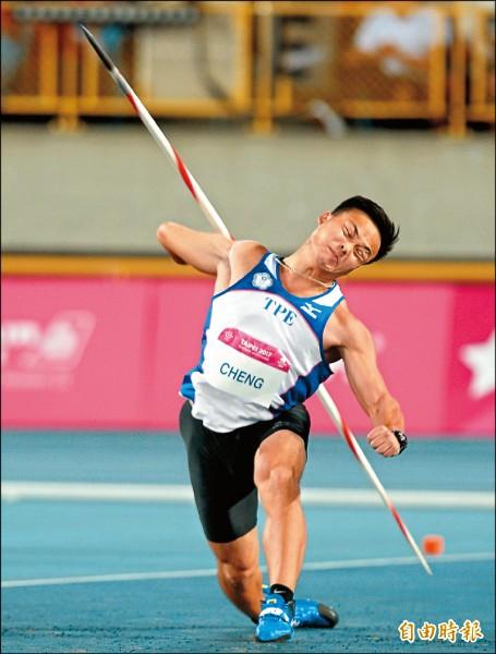 世大運台灣隊標槍好手鄭兆村,昨晚在男子標槍決賽驚天一擲,擲出九十一公尺三六破亞洲紀錄,逆轉拿下金牌,滿場觀眾大呼過癮。(記者林正堃攝)