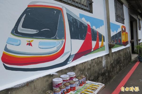 勝安里社區彩繪輕軌列車及鐵道火車,營造社區意象。(記者蔡文居攝)