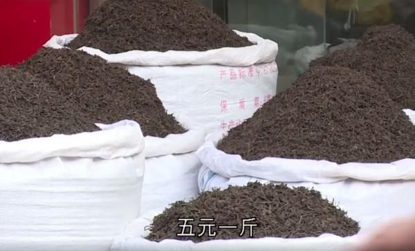 廣東茶葉批發城「芳村」,最便宜的茶5元人民幣(約新台幣22元)就有1斤。(圖擷取自臉書)