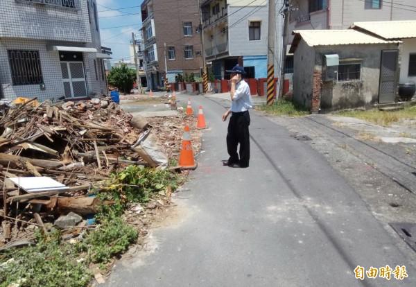 下營區玄德街8米計劃道路開始拓寬施工了,預計12月初完工。(記者楊金城攝)