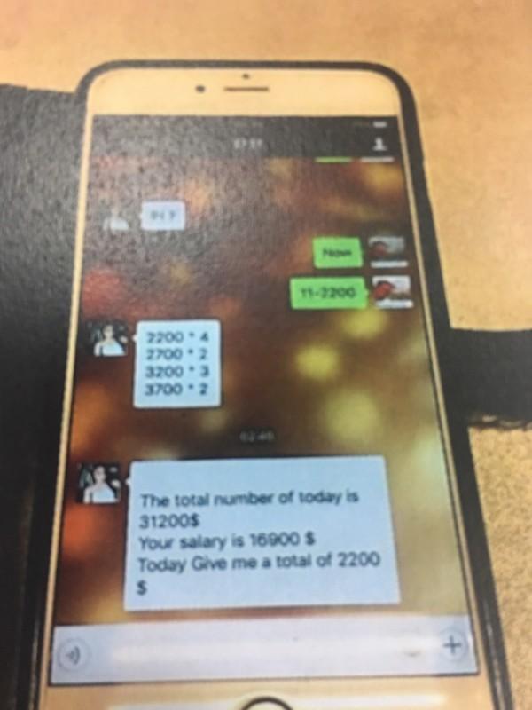警方佯裝嫖客與翟娜用英文溝通性交易細項。(記者徐聖倫翻攝)