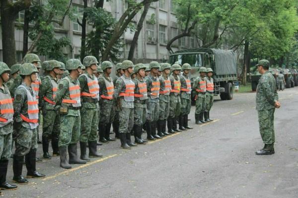 高雄鳳山中正預校陸軍南區專長訓練中心因人事單位算錯日期,近百名官兵提前一天退伍。圖為示意圖,與本新聞無關。(陸軍第八軍團提供)