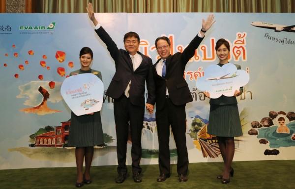 新北市觀光旅遊局長陳國君(左)與長榮航空公司代表今天前進泰國推展觀光。(觀光旅遊局提供)