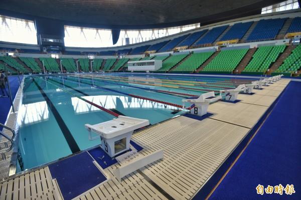 郝龍斌「浪費公帑20億新建游泳場館」議題引網友熱議。圖為世大運比賽用游泳池。(資料照,記者方賓照攝)