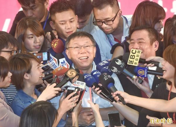 「2017台北3c電腦電器空調影音大展」1日在台北世貿展覽館舉行,台北市長柯文哲應邀出席,並主持啟動儀式。(記者方賓照攝)
