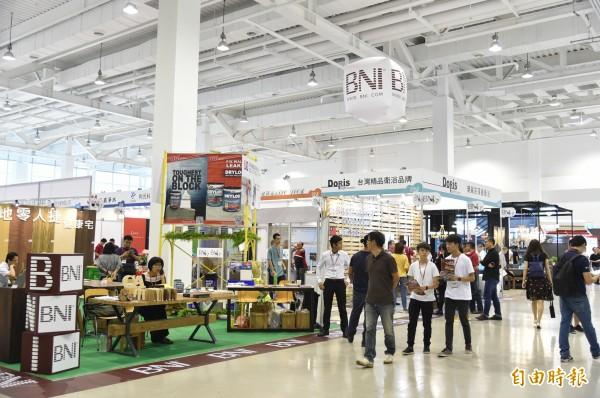高雄國際建材大展在高雄展覽館展至9月4日。 (記者張忠義攝)