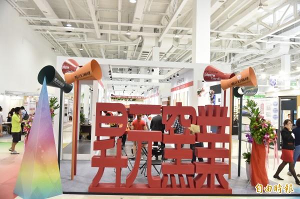 昇元窯業導入與歐洲時尚同步生產磁磚最先進的設備與技術,為台灣瓷磚市場提供更高端的產品與服務。(記者張忠義攝)