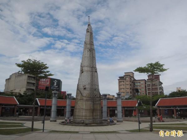 竹北市市長何淦銘表示,獲新竹縣政府同意,準備將文化公園的竹筍移置靠縣政九路側,原址加強防水設施,打造一座360度都可看見的完整舞台。(記者廖雪茹攝)