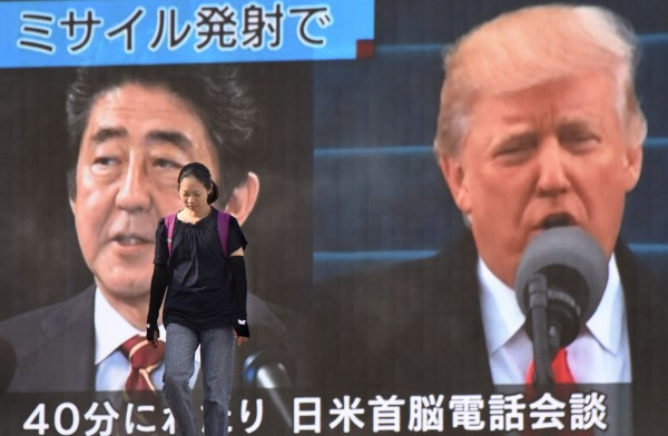 安倍晉三與川普近期已就朝鮮半島局勢,在3天內2度通話。(法新社)
