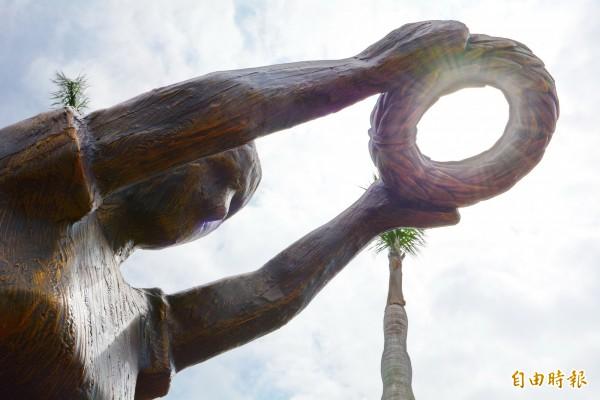 宜蘭縣全運會的裝置藝術「勝利在望」,今天揭幕。(圖縣府提供)