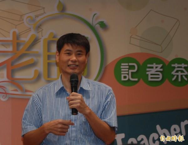 在三峽區插角國小金敏分校任教21年的主任陳明啟,用熱情改造瀕臨廢校的小學,獲得今年度師鐸獎。(記者張安蕎攝)