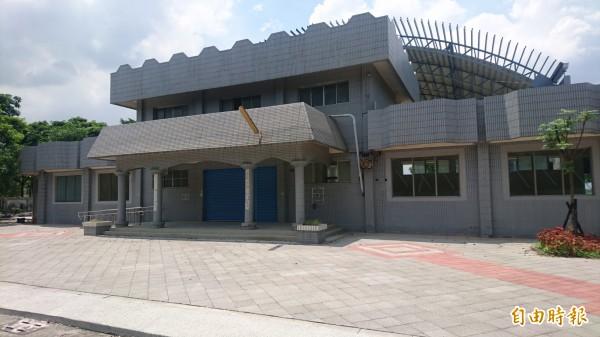 官田區游泳池大變身,管理室將成立長照2.0的C級巷弄照顧站。(記者楊金城攝)