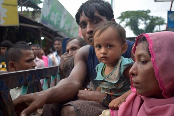 緬甸若開邦信奉伊斯蘭教的少數族裔羅興亞族,和緬甸政府的衝突加劇,許多羅興亞人紛紛逃往鄰國孟加拉。(資料照,法新社)