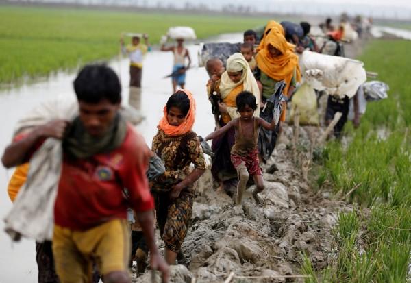 絕大多數的羅興亞難民走陸路到孟加拉。(資料照,路透)