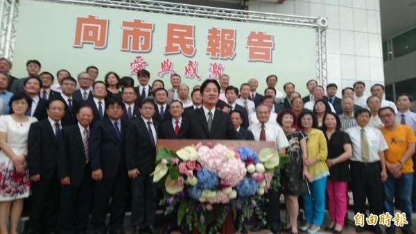賴清德向市民報告記者會,宣布李孟諺代理市長。(記者劉婉君攝)