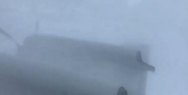 欲進入颱風眼,首先得穿越暗藏狂風暴雨的龐大雲系。(擷取自NOAA官方推特)