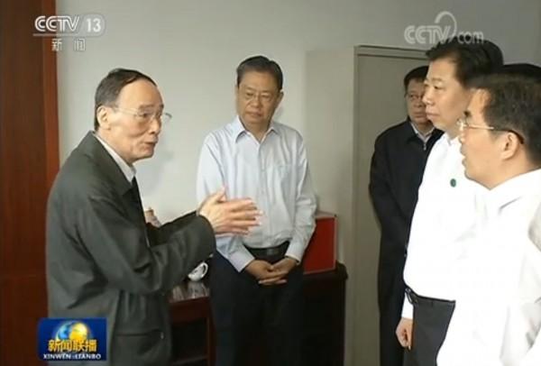 中國官媒《央視》5日釋出王岐山到湖南視察的畫面,試圖打破王岐山病重的傳聞,但王的病情依舊撲朔迷離。(圖擷取自央視)