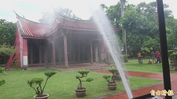 文化部與台南市消防局合作,在台南孔廟設置自主性防災設置設備,並進行防災科技演練。(記者劉婉君攝)