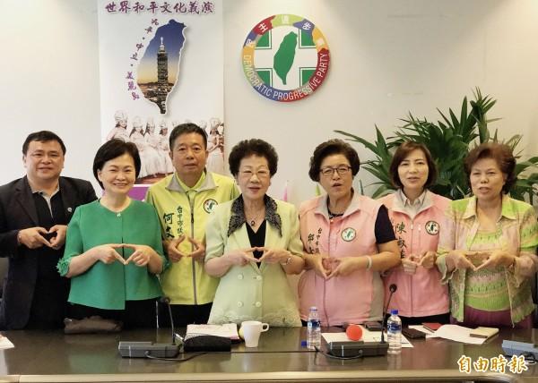 前副總統呂秀蓮說,歷史上兩次韓國戰爭都影響到台灣,因此,台灣要和平中立。(記者蘇金鳳攝)