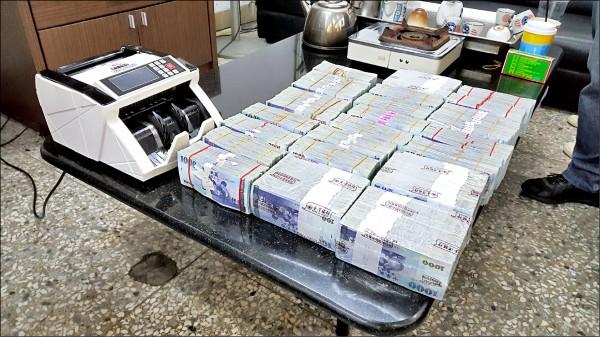 警方查扣賭資1450萬元。(記者顏宏駿攝)