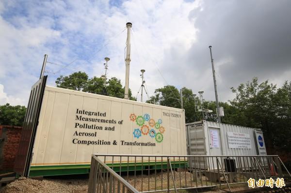 NASA、中央大學空品監測設備進駐東海校園,啟動「能見度與超細微粒監測分析計劃」(記者蔡淑媛攝)