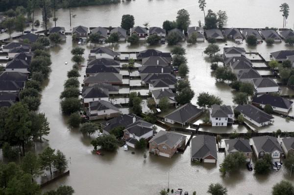 德州多處都被淹在水裡。(美聯社)
