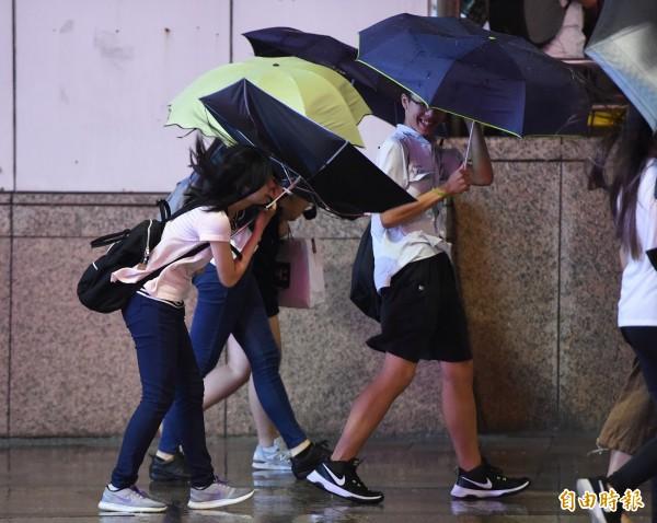 中央氣象局稍早針對台中以北地區及宜蘭山區發布大雨特報。(資料照,記者廖振輝攝)