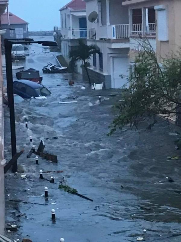 艾瑪颶風已在加勒比海地區造成嚴重傷害,已造成至少19人死亡。(法新社)