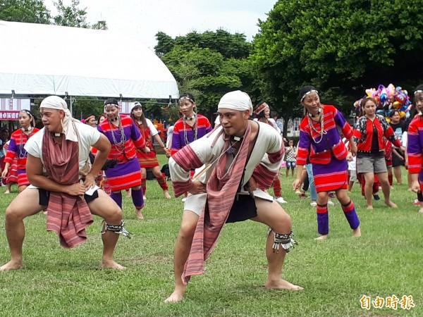 桃園市政府今天在陽明公園辦賽德克族播種祭活動。(記者謝武雄攝)