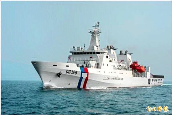 行政院通過「籌建海巡艦艇發展計畫」,4千噸級海巡艦優先啟動。圖為現行3千噸級高雄艦。(記者羅添斌攝)