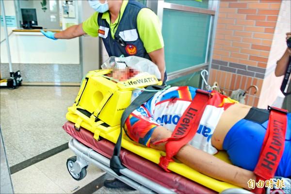 35歲日籍單車騎士白井寬之送醫後,因頭部撕裂傷陷入昏迷,被送進醫院救治。(記者王峻祺攝)