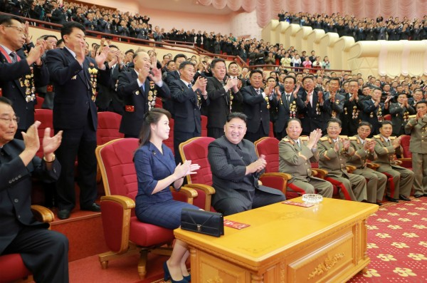 為施壓中國處理北韓問題,美官員透露,可能默許日韓研發核武。圖為北韓領導人金正恩舉辦核武試爆慶功宴。(路透)