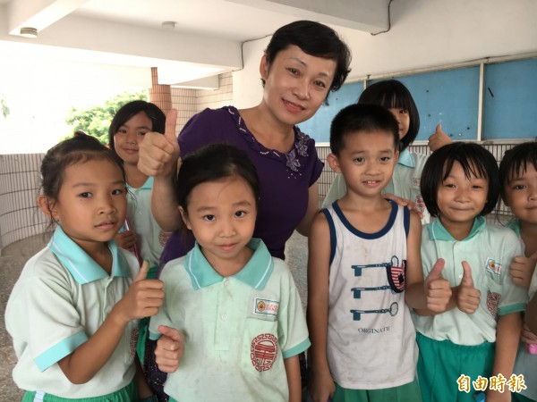 陳妙花為老師辦「教學研習」,給老師滿满的正能量。(記者顏宏駿攝)