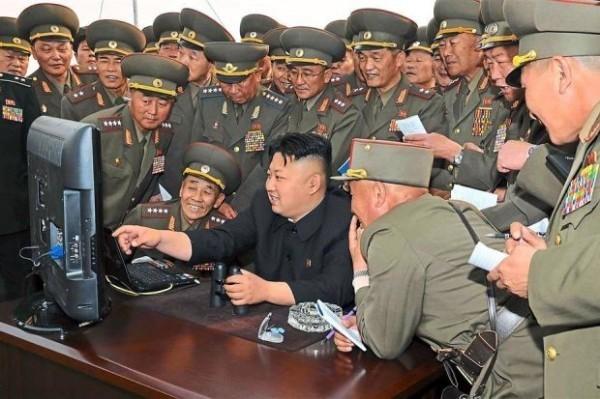 據日媒指出,金正恩已準備向美日韓政府與民間企業發動網路攻擊。(資料圖 法新社)