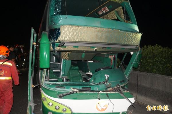 國道中山高岡山段發生重大車禍,檢方將複訊肇事的阿羅哈司機。(記者黃佳琳攝)