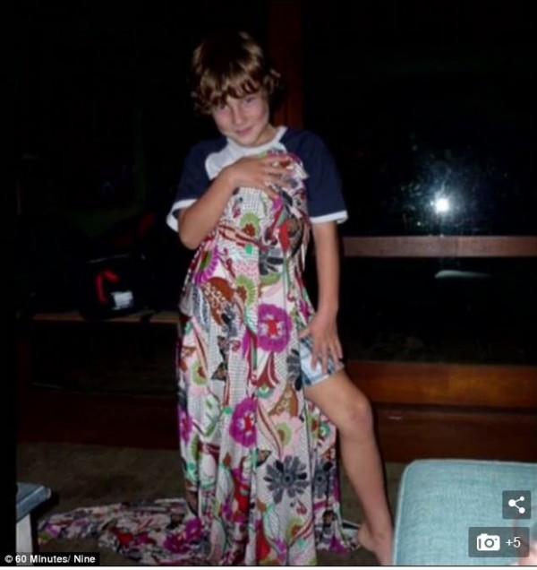 澳洲一名14歲男童兩年前因為想變成女生,進行變性手術,但現在後悔了,希望可以快點變回真正的男生。(圖擷取自每日郵報)