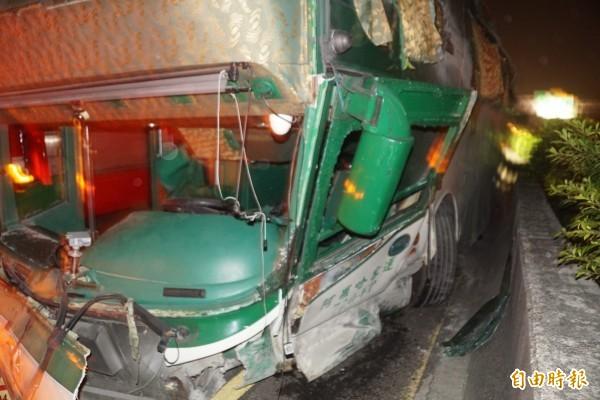 國道中山高驚傳重大車禍,造成6死11傷。(記者黃佳琳攝)