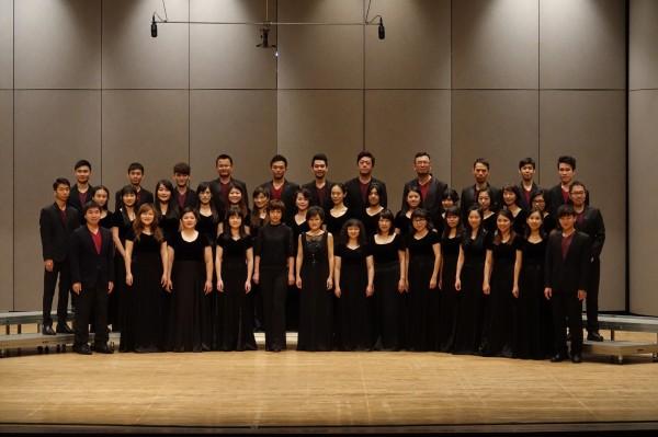 參與台中市「花漾客家」音樂會演出的台中藝術家合唱團。(台中市客委會提供)