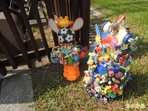 北港水道頭園區明天展出回收玩具作成的裝置藝術。(記者陳燦坤攝)