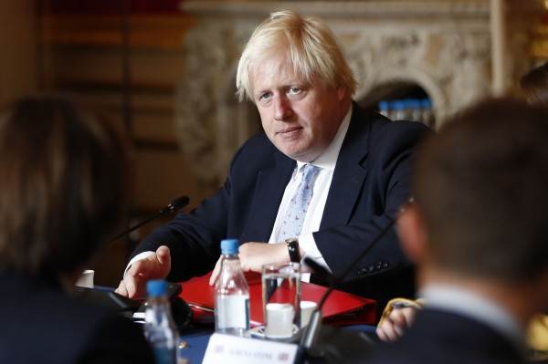 強森表示,一國兩制原則運作順利,但同時也不能忽視,一國兩制框架正面臨越來越大的壓力。(法新社)