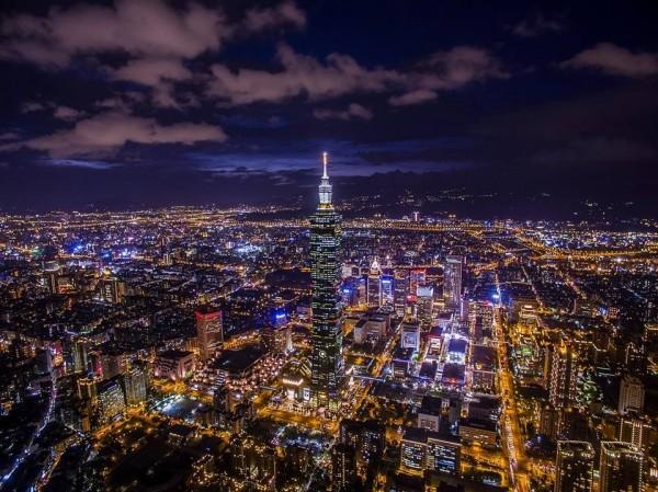 2017年全球壓力最小及最大城市排行榜,台北表現為150個國家中第61名,勝過第66位的大阪、第72位的東京、第74位的香港和第129位的首爾。(圖取自台北101觀景台粉絲頁)