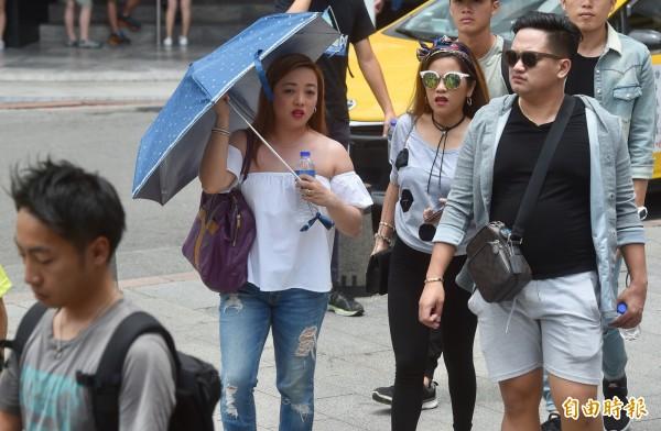 今天颱風泰利逐漸遠離,天氣趨穩定,各地大多為多雲到晴的天氣。(資料照)