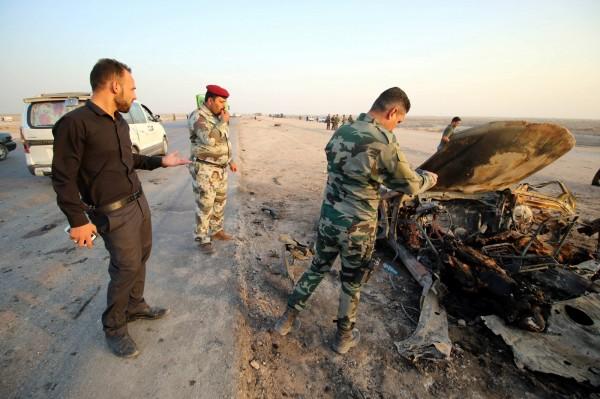 14日伊拉克的城市奈西利雅(Nasiriyah),發生連續恐怖攻擊,槍手和自殺汽車炸彈客聯合犯案。(歐新社)