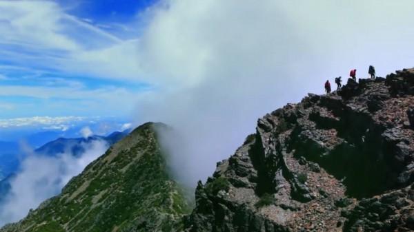 今清晨5時30分許,遠在80公里外的玉山主峰與北峰,現蹤台中市。示意圖。(資料照,記者劉濱銓翻攝)