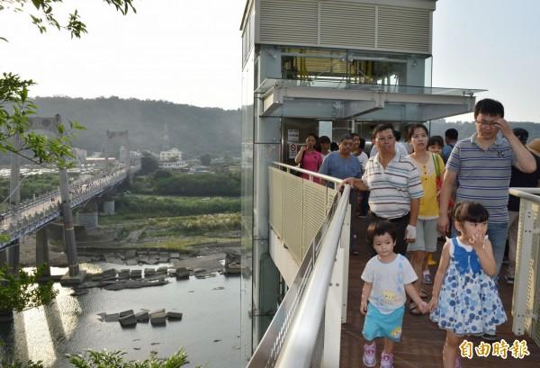 大溪中正公園的景觀電梯使用率高。(記者李容萍攝)