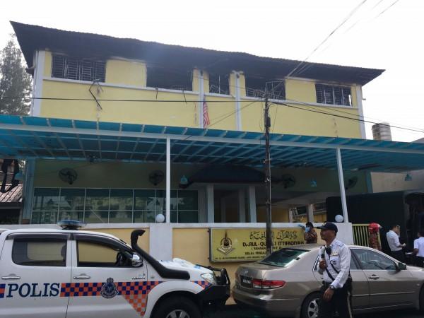 馬來西亞學校火災23死,竟是7名少年縱火。(路透)
