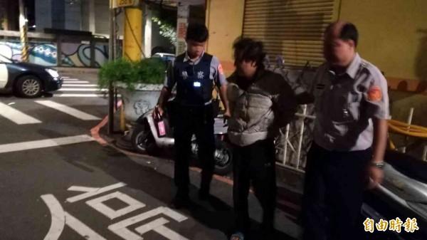 黎男遭當場逮捕。(記者余衡攝)