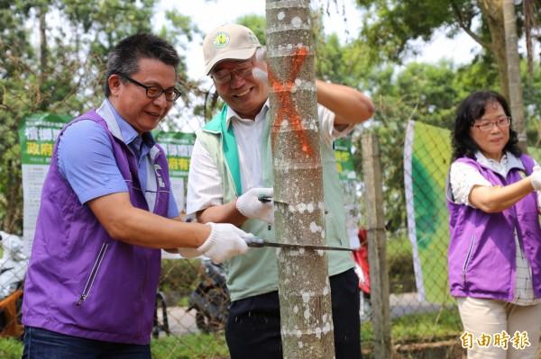 農委會下鄉宣導,邀農民把握年底截止的檳榔廢園、轉作補助期限。(記者邱芷柔攝)